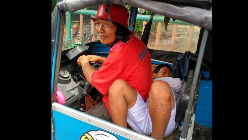 Amat tidur kursi kemudi bajaj yang diduduki sang ayah, Riwahyudin
