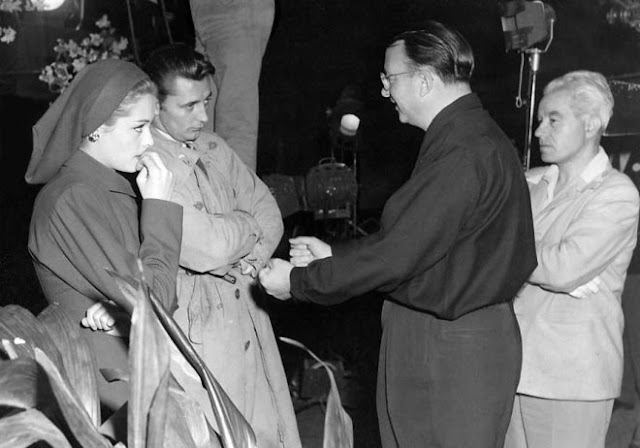 Jacques Tourneur and Nicholas Musuraca meeting with Jane Greer and Robert Mitchum. Out of the Past (1947)