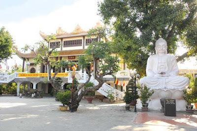 Khung cảnh thoáng mát trong lành của chùa Pháp Lâm Đà Nẵng