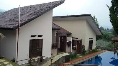 villa dengan kolam renang di lembang asri jawa barat