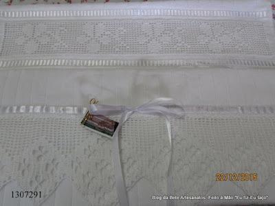 Toalha de Rosto com Bordado Labirinto e Barrado em Crochê