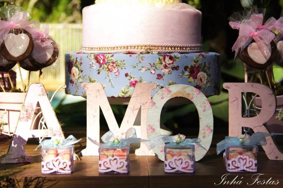 festa-decoracao-romantica-mesa-bolo-palavra-mdf