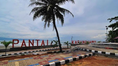 Pesona Keindahan Pantai Karang Hawu Di Sukabumi, Jawa Barat