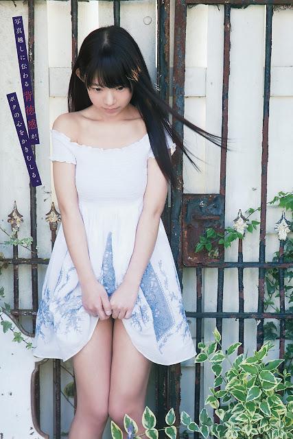 Nagasawa Marina angkat rok pamer paha mulus