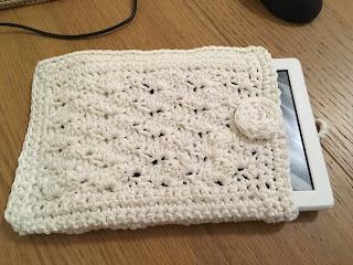 pochette kindle blanche au crochet