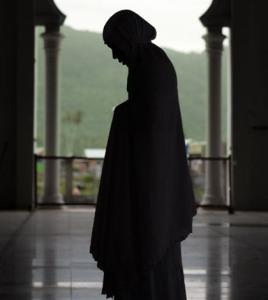 http://3.bp.blogspot.com/-FQ0kqTNOhiM/UWgrxpzLsUI/AAAAAAAAANA/BMkA0w66qqc/s1600/wanita-sholat.jpg