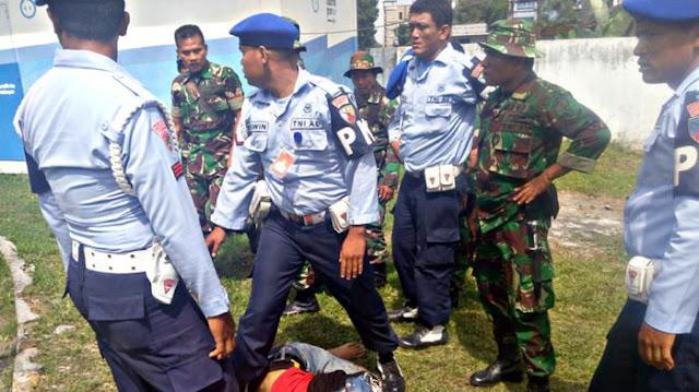 Brutal TNI di Medan Pukuli Ibu-ibu