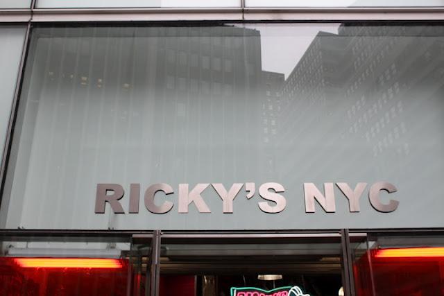RICKY'S - FACHADA