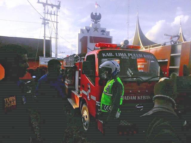 Selesai Memadamkan Api, Petugas Damkar Ini Malah Kena Tahan Polisi