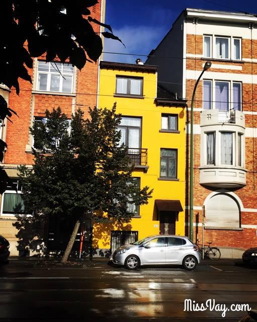 bruxelles ville maison jaune