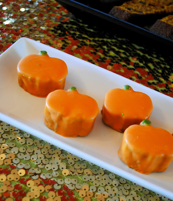 Pumpkin-cakeletts- Trader- Joes- Pumpkin- cakes- Halloween - party