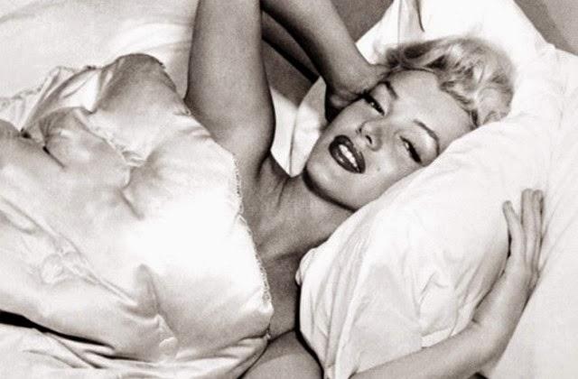 Marilyn-Monroe-In-Bed
