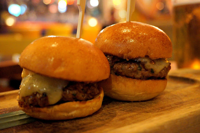 Neighbourhood-Manchester-wagyu-mini-sliders