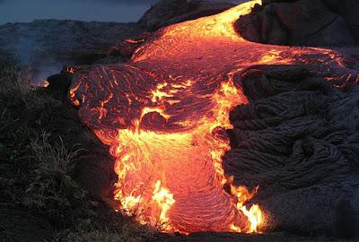 lava adalah magma di permukaan