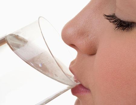Inilah 5 Alasan untuk Selalu Minum Air Putih Sebelum Tidur, No 2 Paling Penting - Kabar Terkini Dan Terupdate