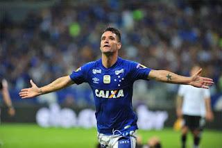 Thiago Neves decide, Cruzeiro vence e abre vantagem sobre Corinthians na final da Copa do Brasil