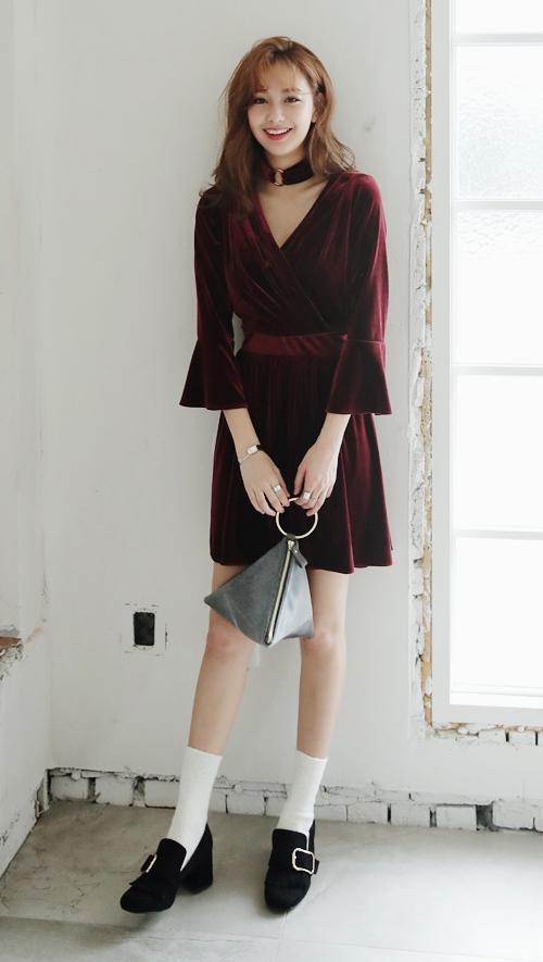 V Neck Velvet Dress with Choker Set