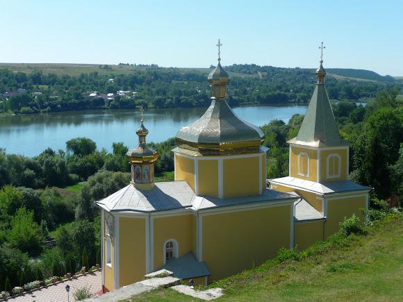 Вишнівець. Церква Успіння Пресвятої Богородиці 1530 р