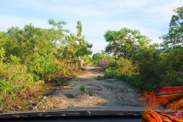 jalan ke pantai marumasa