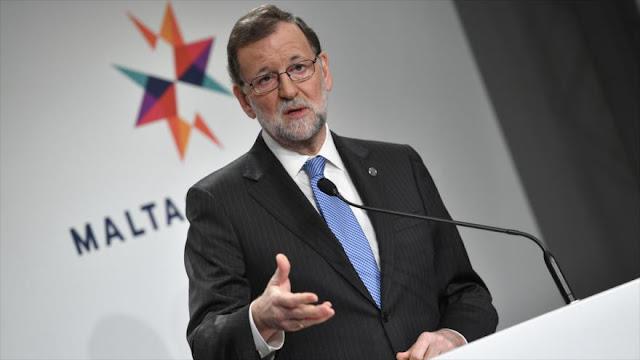 """""""Españoles critican que Rajoy se ofrezca como mayordomo de Trump"""""""