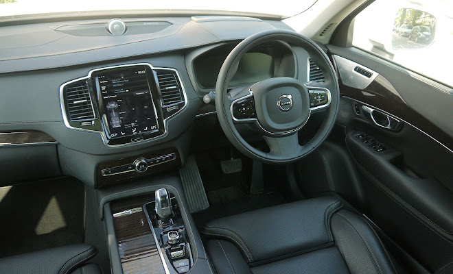 Volvo XC90 T8 front interior
