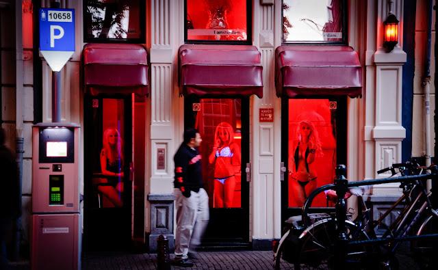 Amnistía Internacional ahonda en su descrédito. Cinco razones para preocuparse por la Política sobre Prostitución de Amnistía Internacional - publicado en enero de 2017 por el blog del viejo topo  Mujeres%2Bprostituidas%2Ben%2BAmsderdam