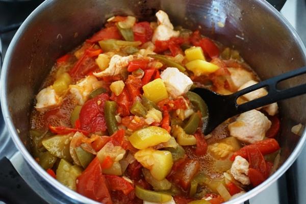 leczo na zimę bez octu pasteryzowane w piekarniku papryka cukinia pomidor cebula z kurczakiem