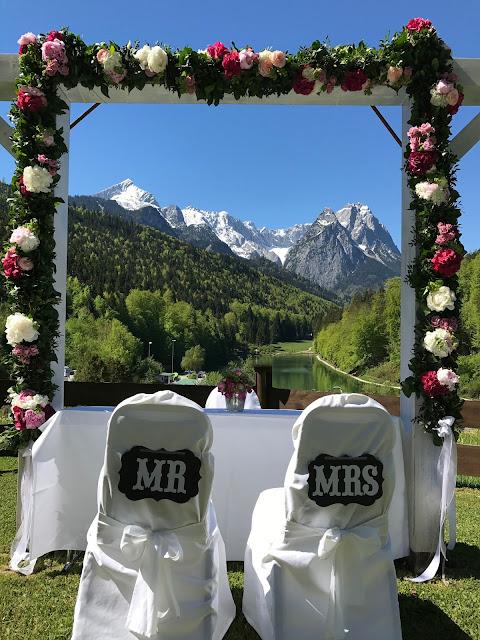 Church wedding protestant, Shades of pink, weddings abroard, mountain wedding at the lake, wedding, Bavaria, Germany, Garmisch, Riessersee Hotel, getting married in Bavaria, wedding planner Uschi Glas