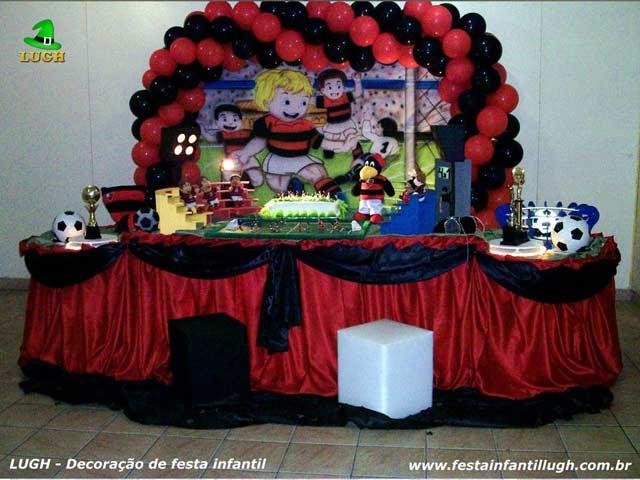 Decoração infantil com o tema do Flamengo para festa de aniversário