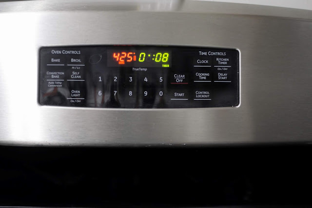 The oven set to 425 for 8 minutes.
