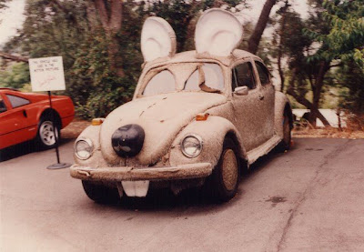 Auto, divertido y ridículo en forma de ratón