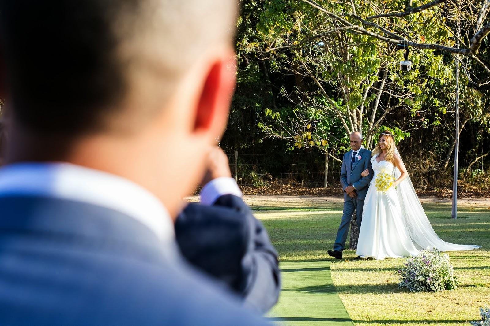 entrada noiva - noiva - pai noiva - casamento de dia - casamento ao ar livre