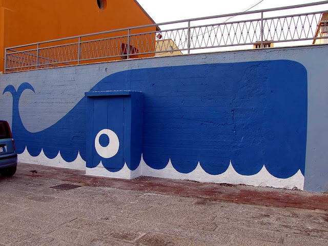 Blue whale painted on a wall, scali delle Ancore, Livorno