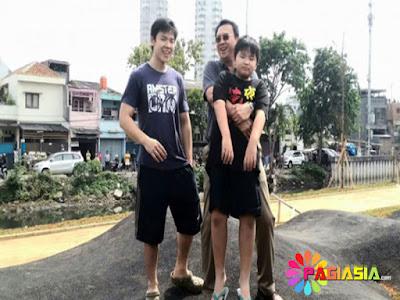 Serunya, Ahok Bersama Dengan Kedua Putranya Main Sepeda di RPTRA Kalijodo
