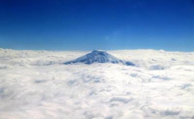 Ternyata, Gunung Tertinggi di Dunia Bukan Everest