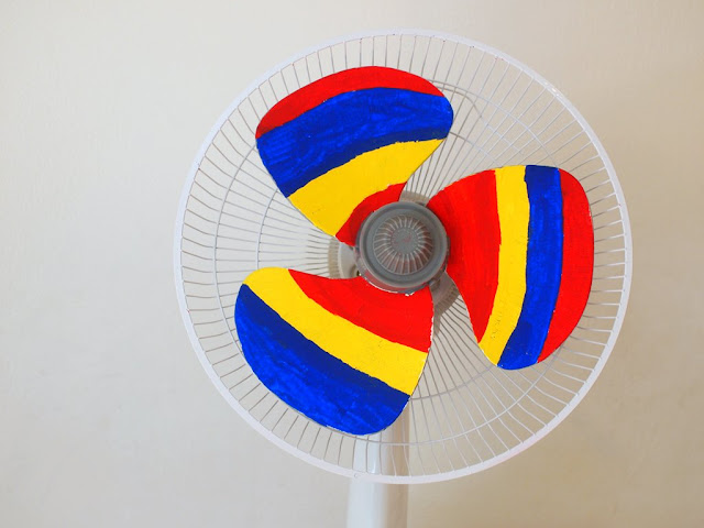 DIY fan that makes a rainbow when turned on