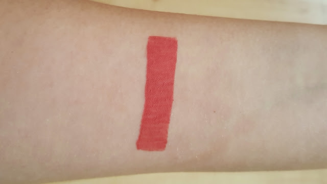 matt finish lip colour, rdl, rival de loop, liquid lipstick, review, test, bericht, testbericht, review, swatch, swatches, corall, indian red