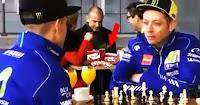 "Pesan Rossi kepada Vinales : ""Jangan Tikung Saya + Kampret..."" | Bikin Ngakak"