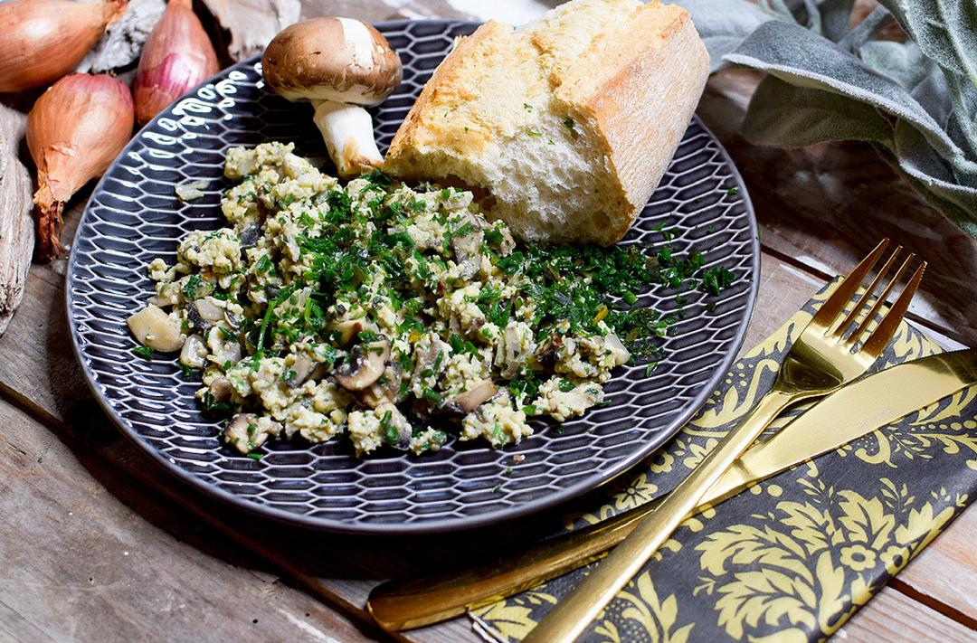 Schnelles leichtes Rezept mit Eiern und Pilzen