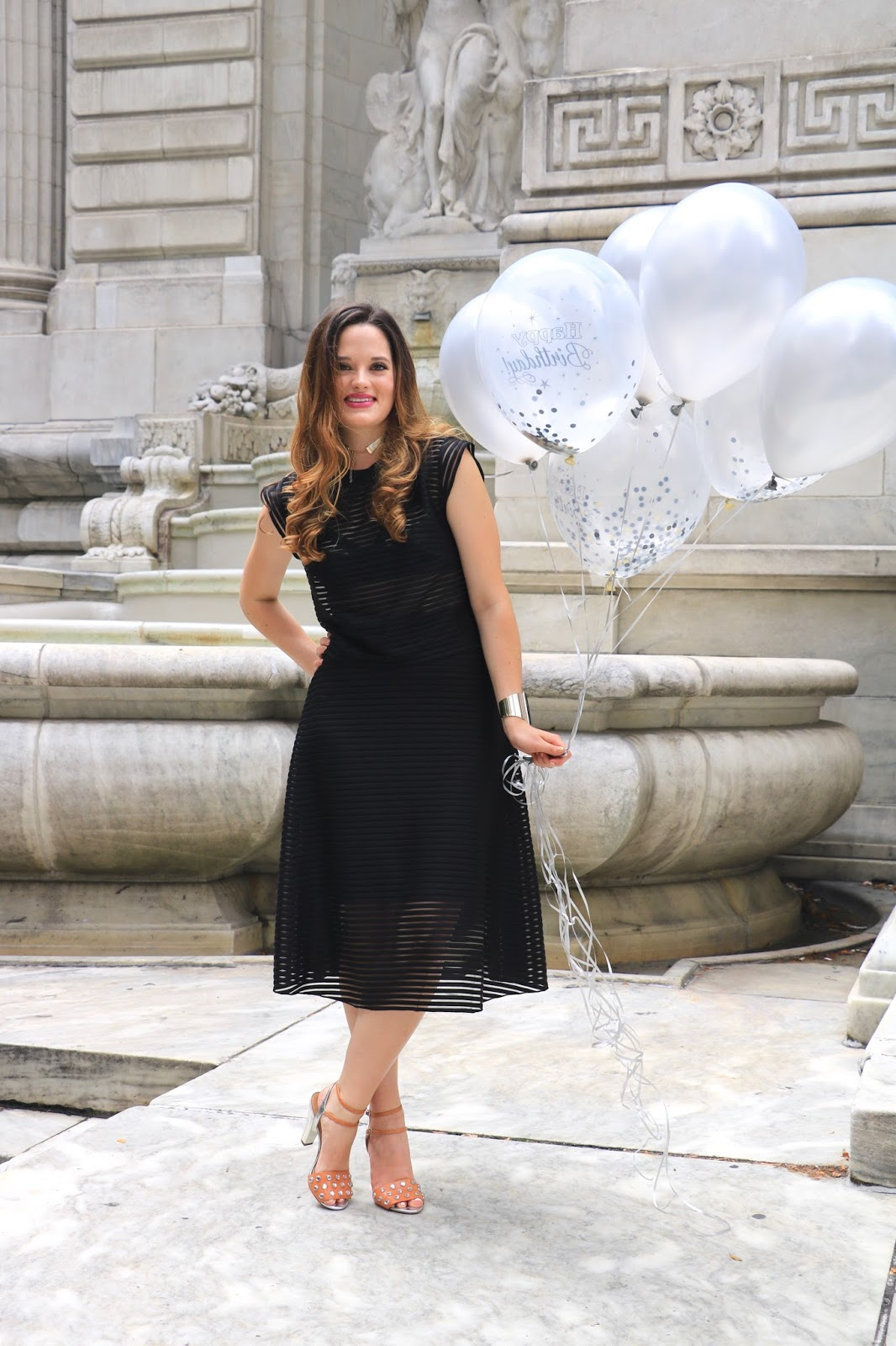 Fashion blogger Kathleen Harper of Kat's Fashion Fix in front of the New York Public Library