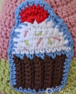 http://translate.google.es/translate?hl=es&sl=en&tl=es&u=http%3A%2F%2Fwww.crafttacular.com%2F2013%2F03%2Fcupcake-hat.html