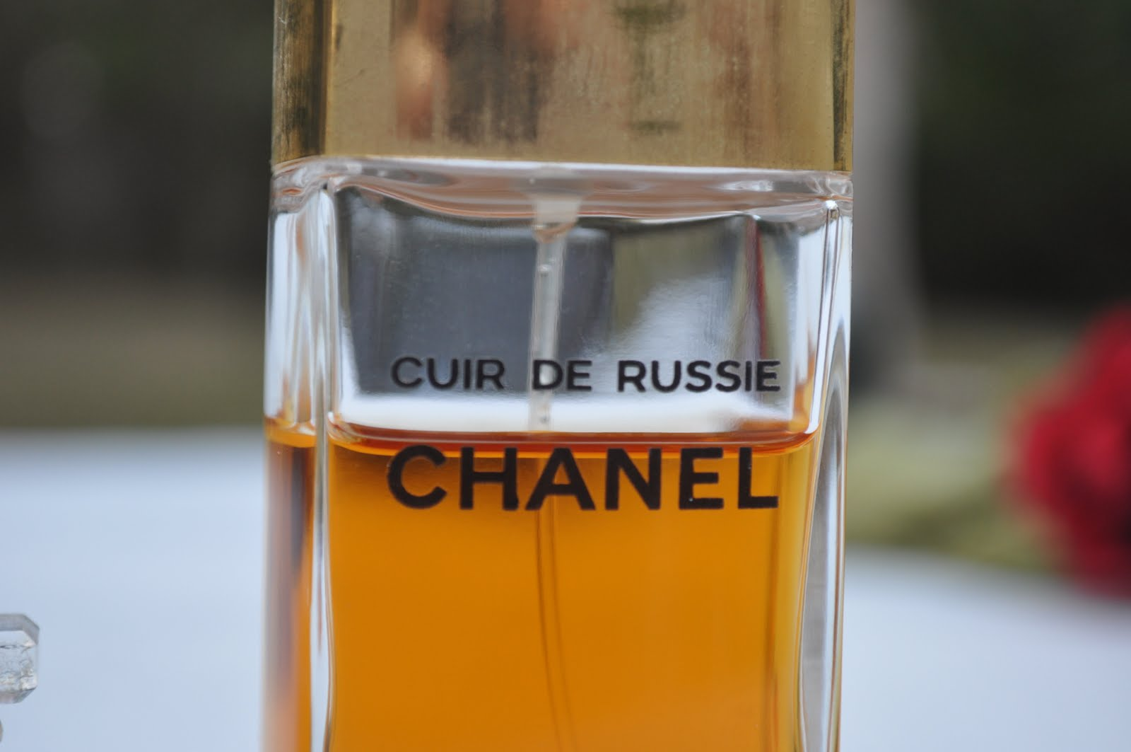 chanel perfume photos vintage cristalle and cuir de russie the smell of bliss niche perfume. Black Bedroom Furniture Sets. Home Design Ideas