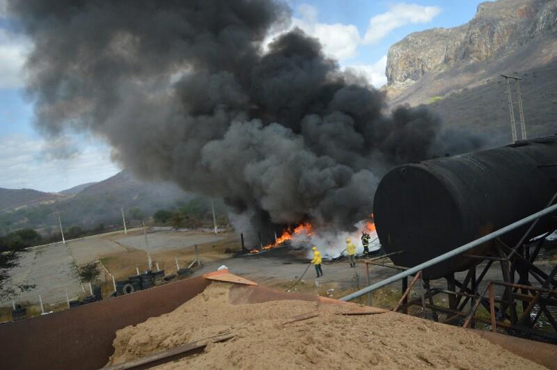 Fogo toma conta da Usina de Asfalto de Serra Talhada