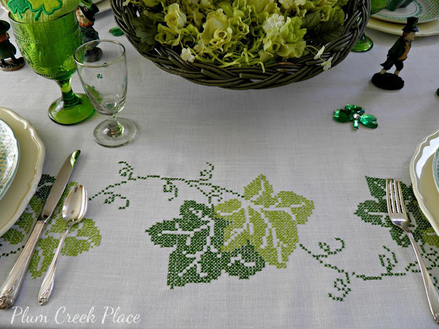 Saint Patrick's Day table setting, heart shaped plates, leprechauns, Daffodil Flatware, Lenox, RICHARD GINORI MANIFATTURA DI LAVENO Plates