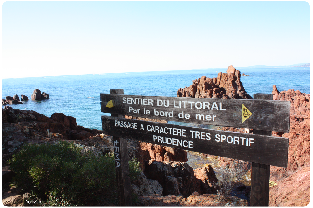 Saint Raphaël, promenade au bord de mer de Saint-Raphaël