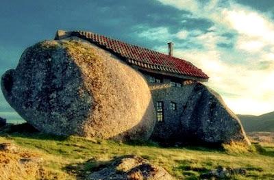 Stone House, (rumah unik)
