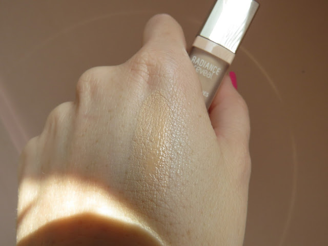 BOURJOIS_radiance_reveal_concealer_swatch