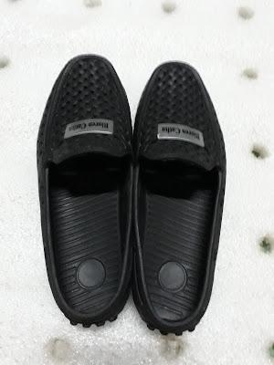 giày nhựa đi biển nước mưa