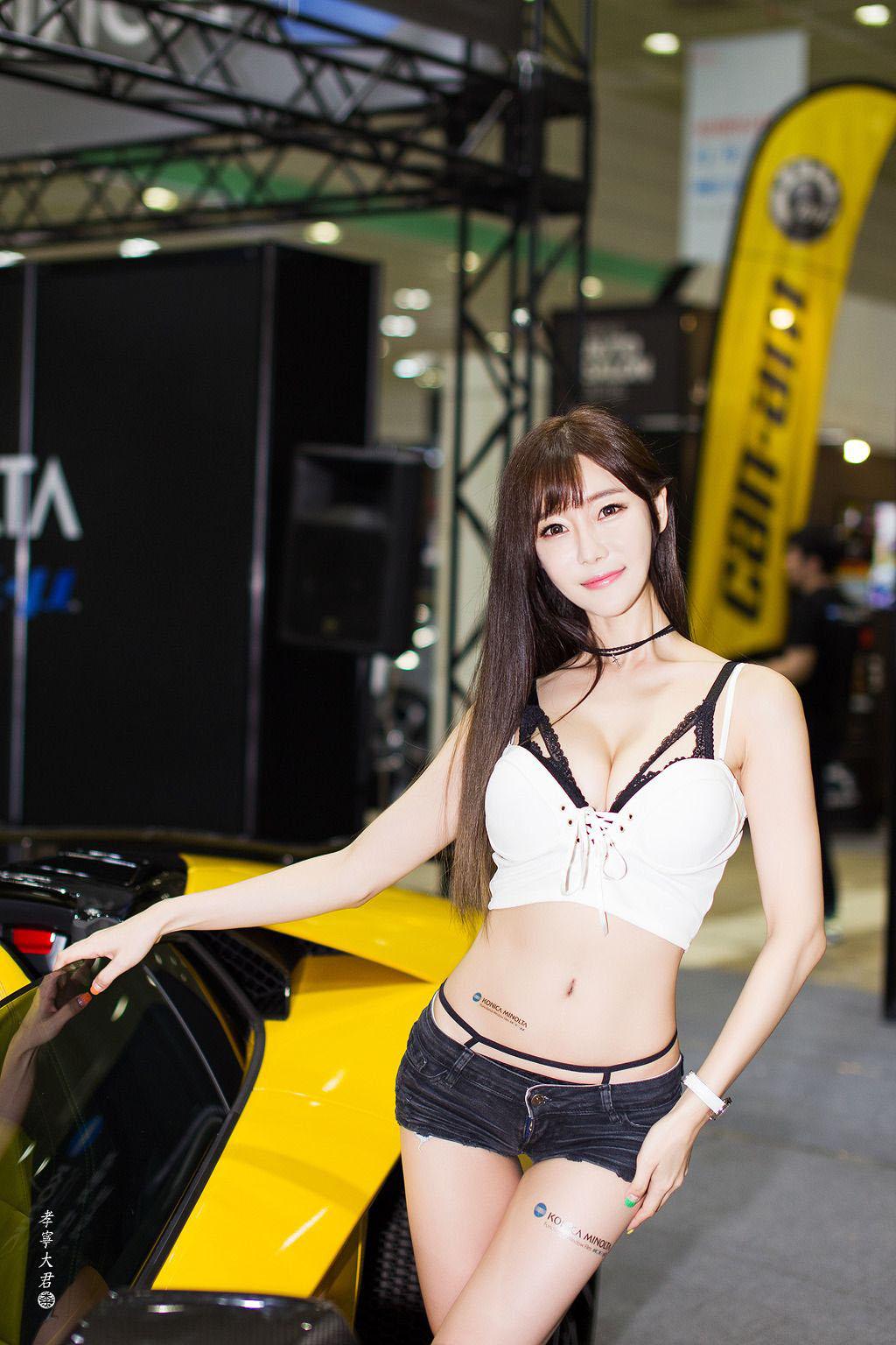 Korean Model Choi Seul Gi - 2016Seoul Auto Salon