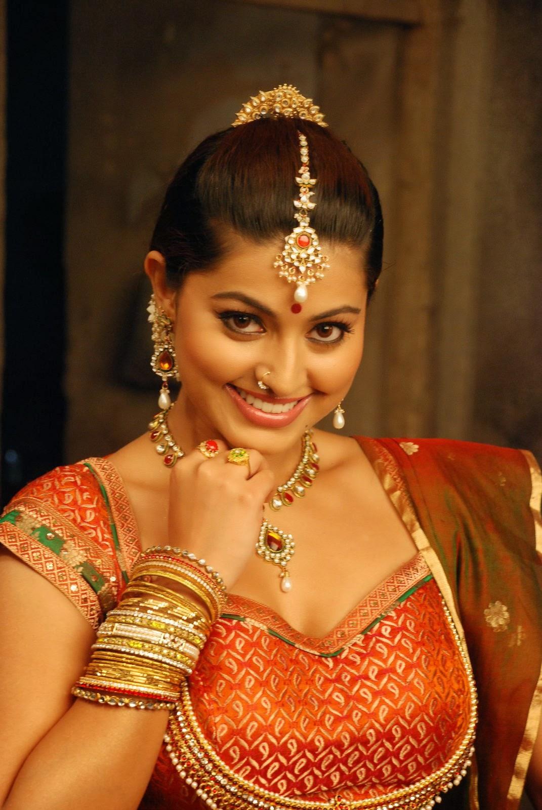 Sexy South Indian Mallu Aunty Actress Sneha Hot Saree -4312